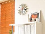 Sfeerafbeelding van Umbra Ribbon 32 cm klok